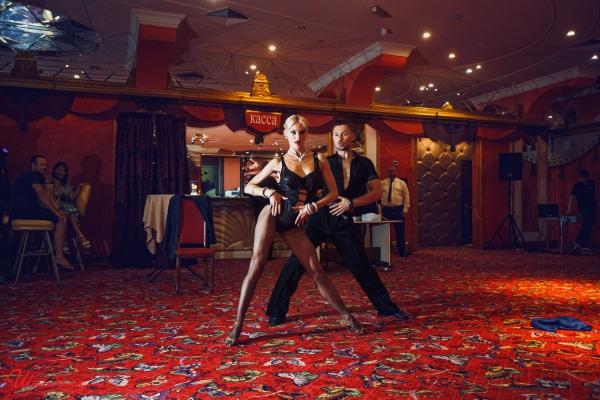 Эротическое шоу в г москва лаки в москве клуб